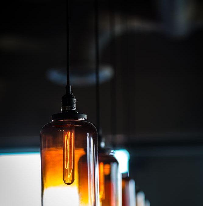 Inred med vackra lampor från &Tradition